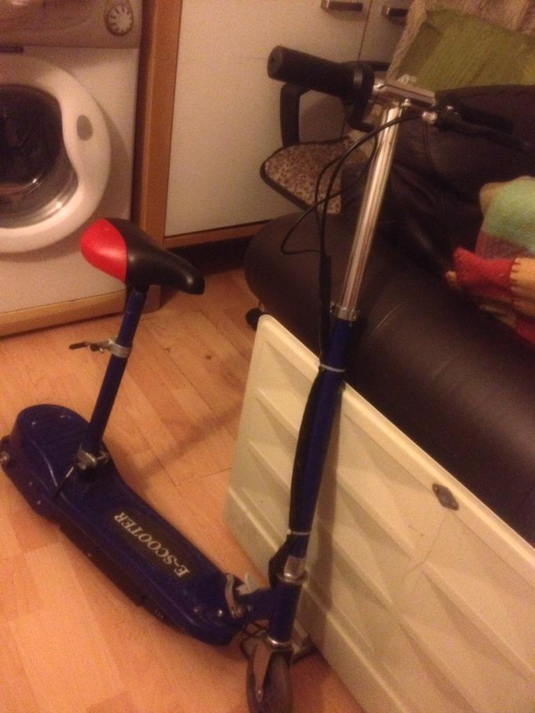 E- scooter (electric scooter)
