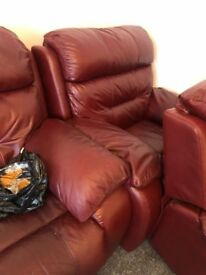 Real leather coach and 2 chairs chairs recline and couch all electric recliners very good condition