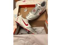 BNWT Nike T90 football boots - Size 5