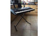 Yamaha Keyboard + stand