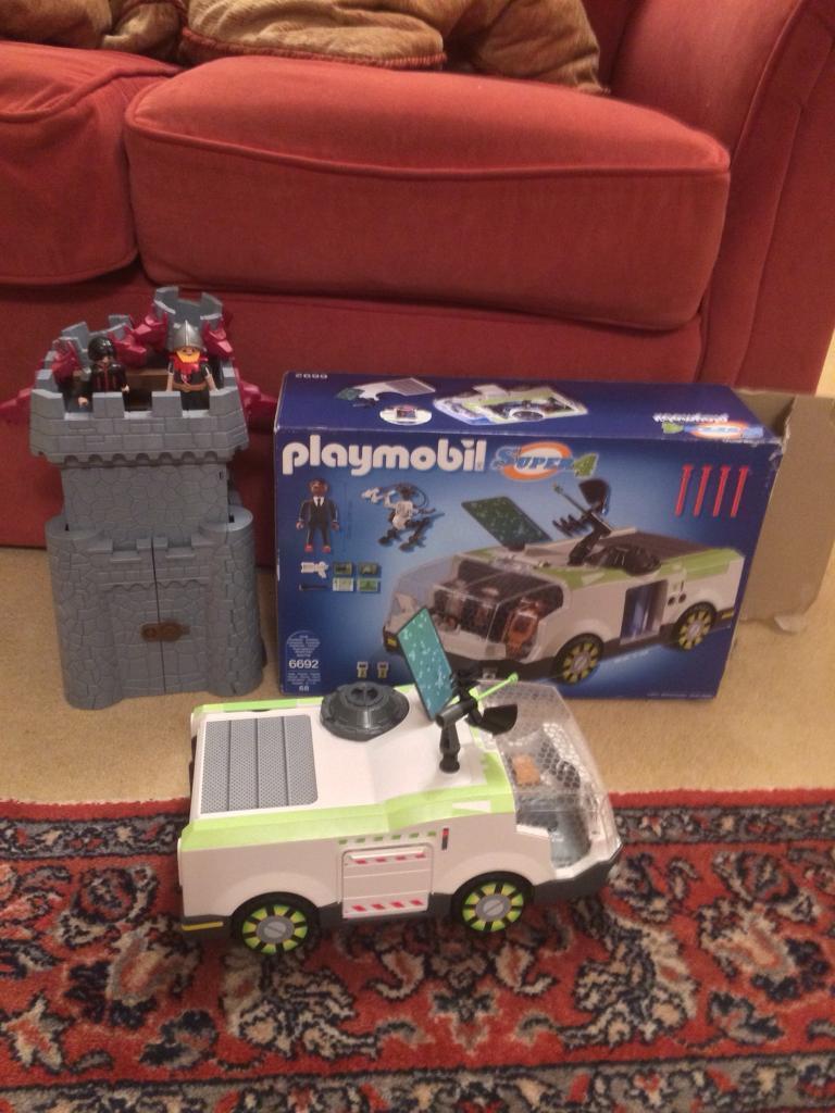 PLAYMOBIL SUPER 4 CASTLE AND CHAMELEON CAR
