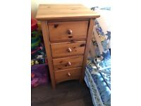 2 chests of 4 drawers