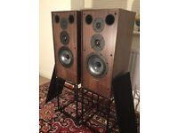 Spendor SP1/2 R2 speakers and stands