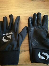 Football field player gloves brand new medium