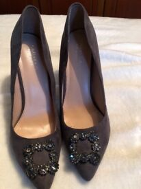 Carvela Grey Stilletto shoes Size 7/8
