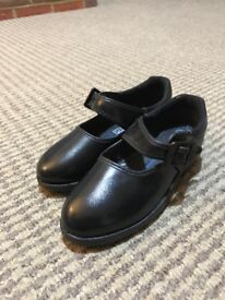 Girls Leather Shoes: Brand New Unused Shoes Size 9