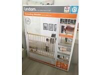 Lindam baby gate wooden style brand new sealed