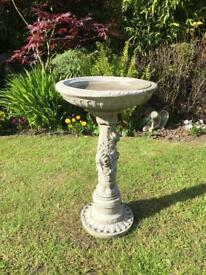 Stone garden rose birdbath, lovely Detail. New