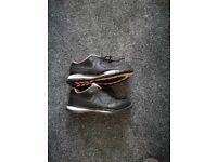 Ladies steel toe cap shoes