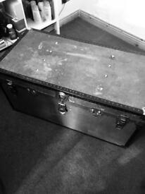 Trunk chest peti metal trunk