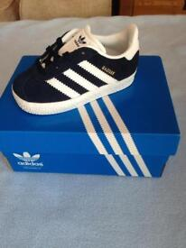 Infant trainer shoes UK size 4 brand new