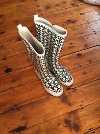 Wellies size 5/5.5