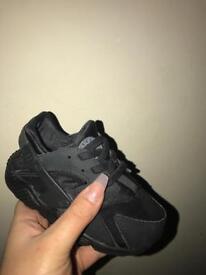 Black huaraches size 6.5