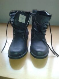 Mens black boots size 8 brand new