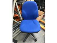 Clean & tidy office chair on wheels - adjustable height