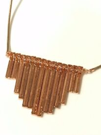 Fashionable golden bronze fan necklace