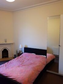 Double Room in modern 3 bedroom flat; Top of Easter Road. RENT INCLUDES ALL BILLS.