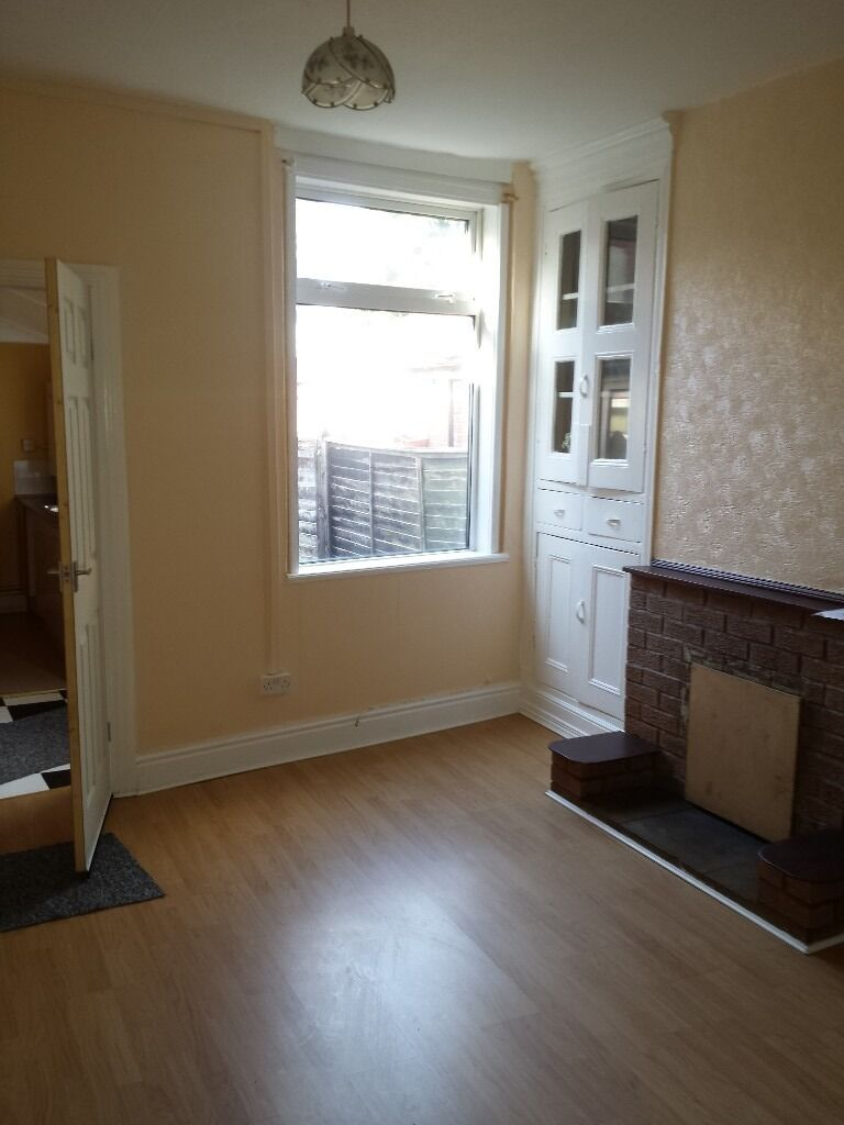 REGIONAL HOMES ARE PLEASE TO OFFER THIS NEWLY DECORATED 2 BEDROOM HOME ON FARM ROAD, OLDBURY!!!
