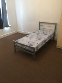 A SPACIOUS DOUBLE ROOM TO LET ON KINGSTON ROAD ILFORD
