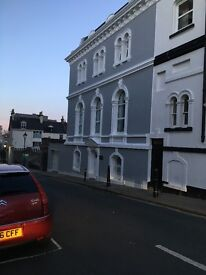 FANTASTIC double room to let lovely modern house The Hoe, only a few mins walk to town, bills inc