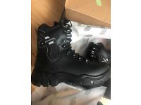 Brand new dickies Quebec lined safety boots size7.