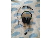 selling headphones 2 brand new