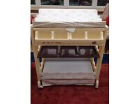 V.I.B. Changing table
