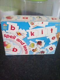Spell and learn includes 28 pictures and 92 letter pieces. age 4-8