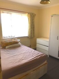 Specious Double Room with easy access to Transport !! fees apply!