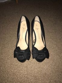 Ladies black heels size 6