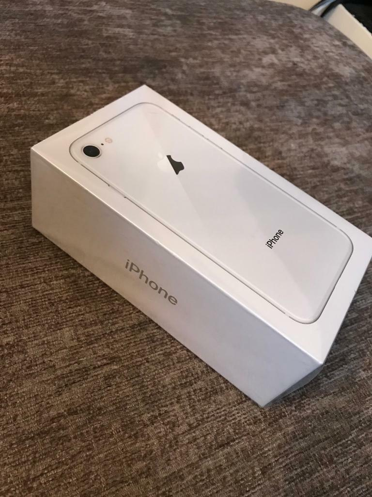 Brand new sealed iPhone 8 SILVER 256GB FROM APPLE STORE Unlocked to all NETWORKS
