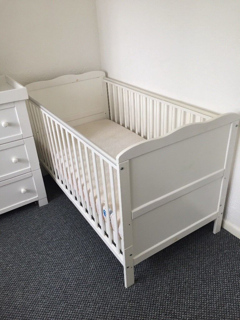 High Quality East Coast White Wood Nursery Furniture Wardrobe Changing Station Drawers And