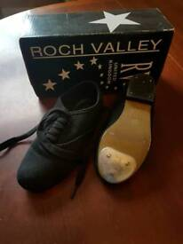 Kids size 11 tap shoes