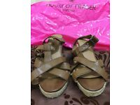 Brown size 6 Wedge shoe