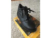 Work boots by legend oil and acid resistant. £10 size 12