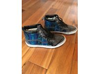 NEW Vans high tops - blue aztec print design with suede/leather detail and faux fur lining, size 8