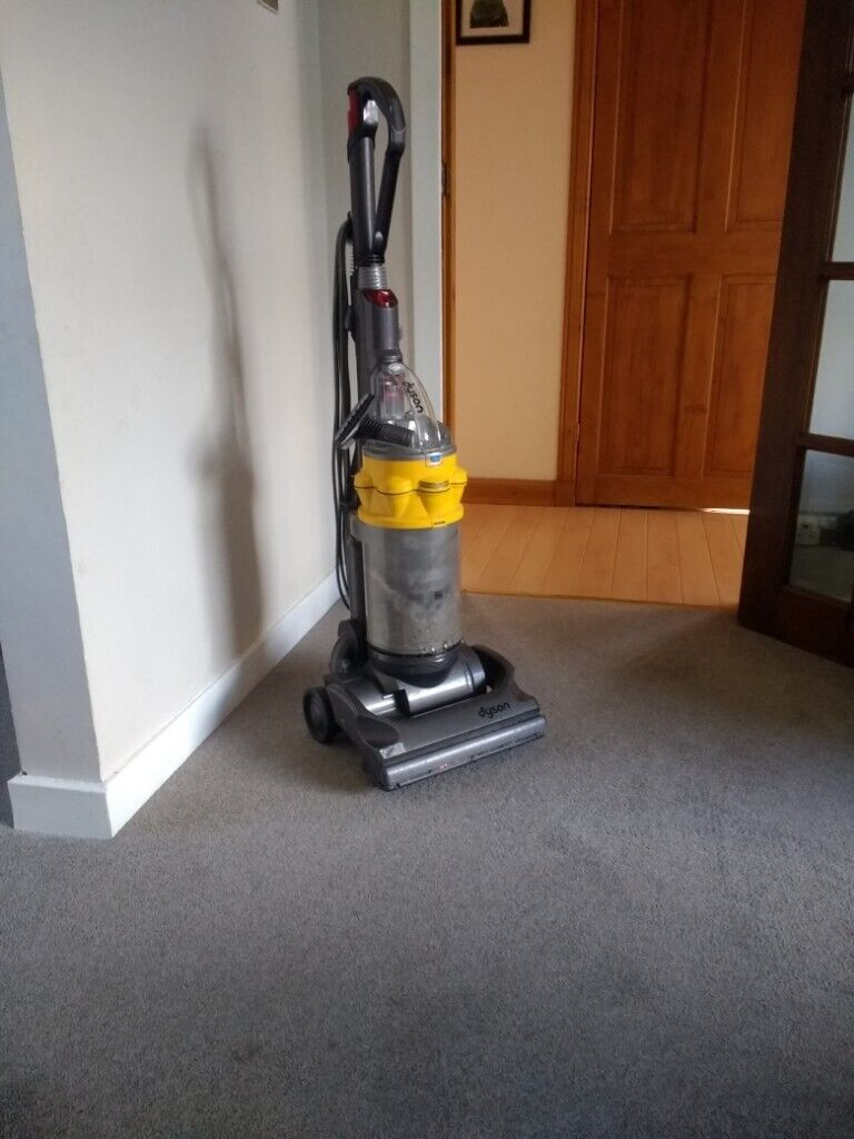 Old Dyson vacuum cleaner hoover for repair/parts | in Cupar