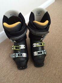 Ladies ski boots, Salomon X -wave size 5.
