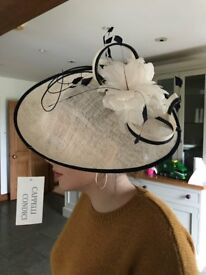 Never been worn , Cappelli condici mother of the bride hat. Cream with a navy blue piping.