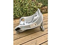 Graco baby carrier/seat base for car