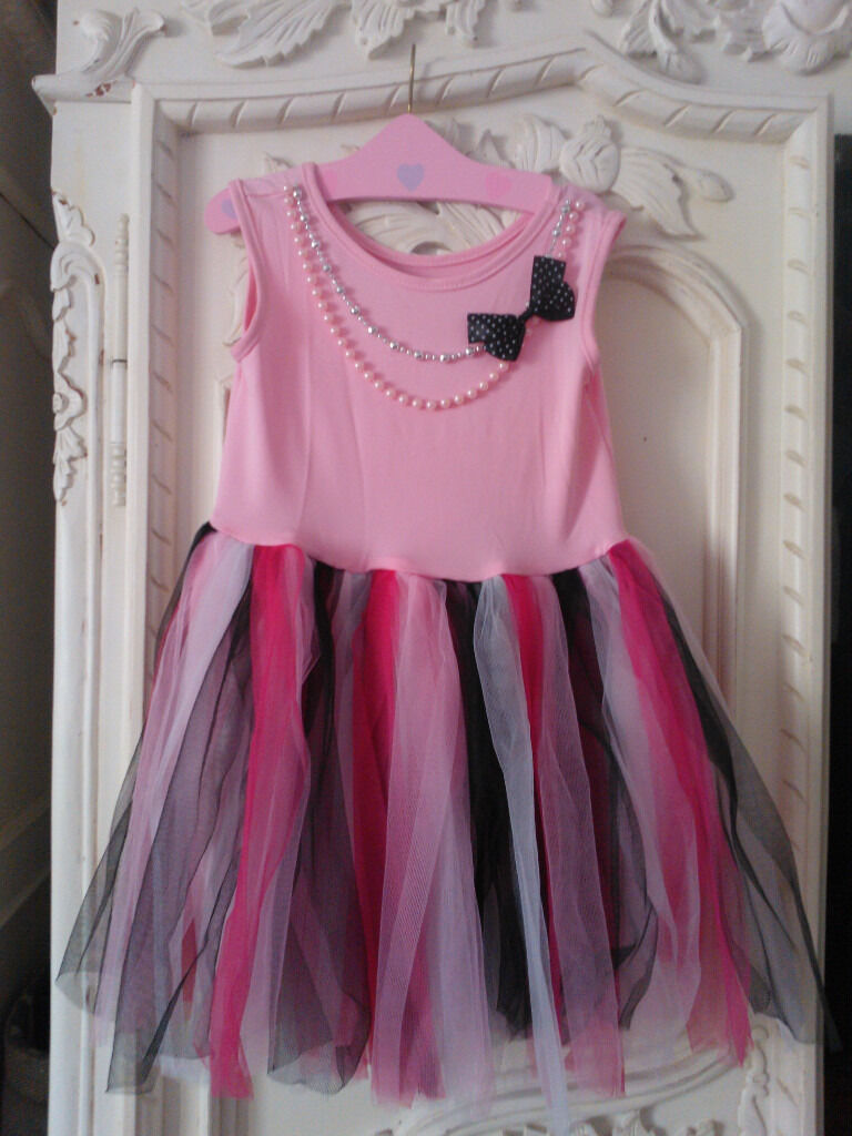 Dressing up dress 3-6 years - hardly worn