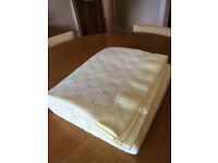 M&S CREAM ACRYLIC CELLULAR BLANKET-SINGLE BED SIZE
