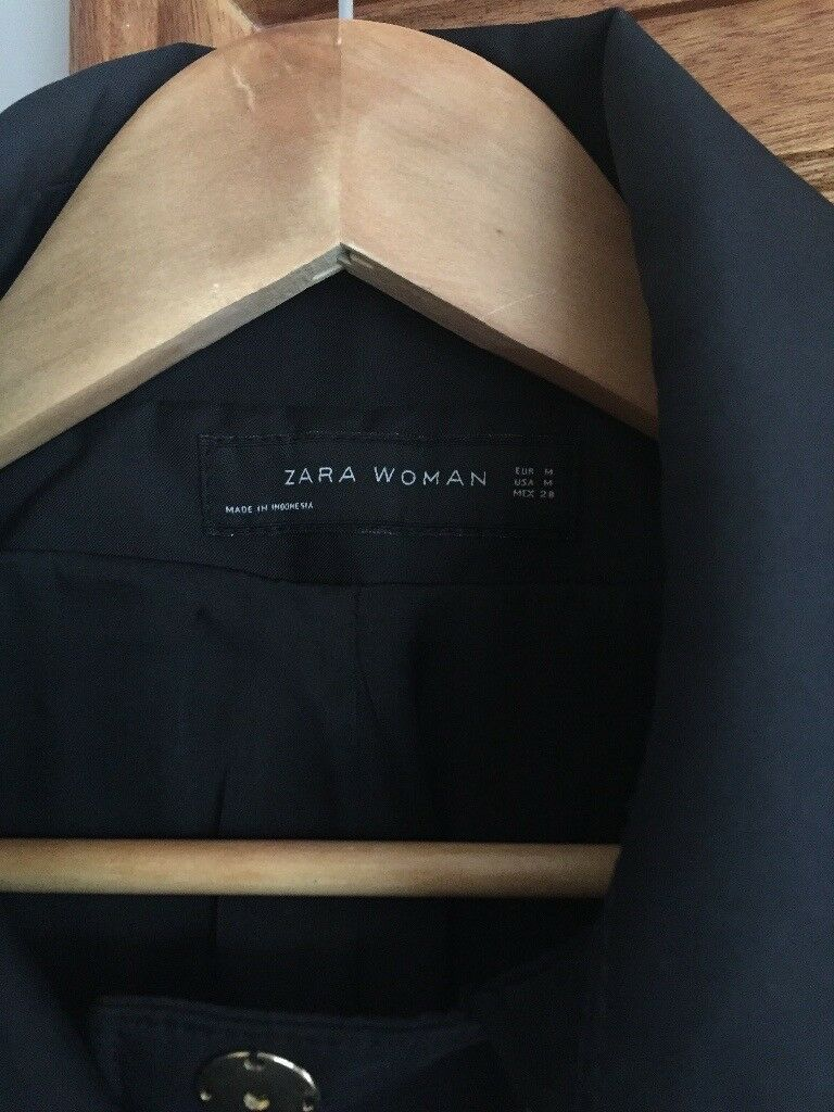 Zara ladies rain coat. Beautiful jacket.
