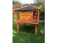 Beautiful Deluxe 'like new' large Rabbit Hutch