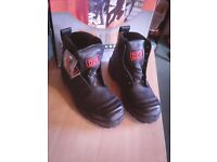 WORK BOOTS STEEL TOE BRAND NEW BOXED SIZE 5uk