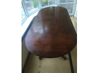 Classic Dining Table and 6 chairs in good condition