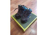Boy's hiking/walking boots size 7 (infant/child)