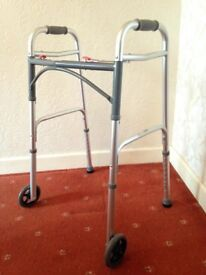 FOLDABLE WALKING FRAME WITH TWO WHEELS