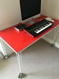 Office/Work table Red with lockable wheels