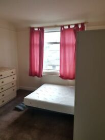 SIMPLE DOUBLE ROOM IN WEMBLEY ALL BILLS INCLUDED